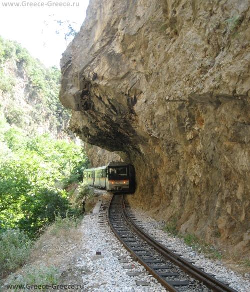 Cкальные тоннели Калавриты