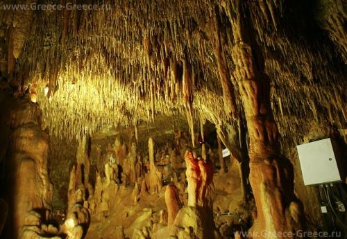 Пещера Петралоны