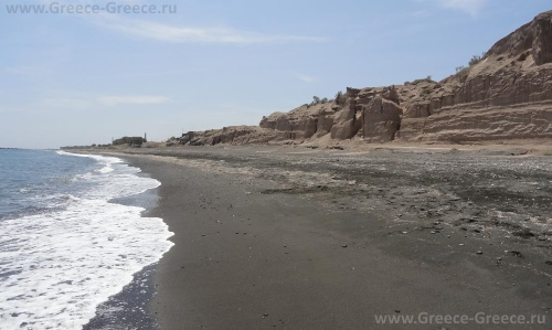 Пляж Монолитос